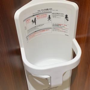 女性トイレの個室2つとも子供と一緒に入れます!
