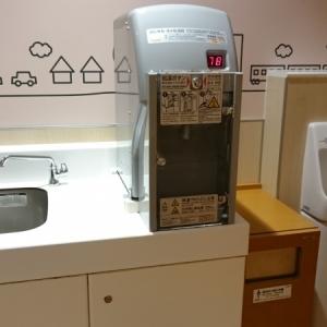 ミルク用にお湯と水の出る設備。手洗い場別もよい。