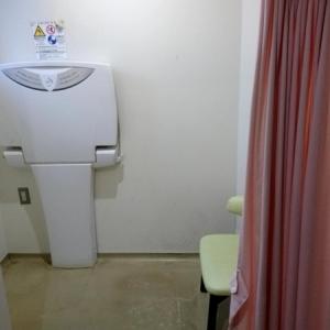 個室は洗面台を挟んで2つあります。