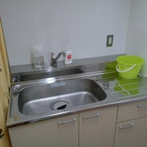 手を洗える流しがあります。調乳用のお湯はありません。