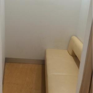 広めの授乳室です。ただ、入り口が狭いのでベビーカーは入らないかも。