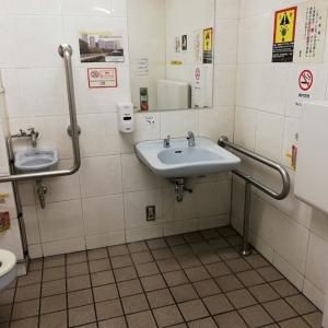 誰でもトイレの中