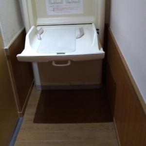 奥トイレ個室左側
