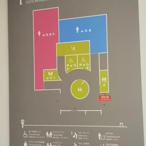 一階のトイレ案内図。足台無しで乗れる高さのキッズトイレや、授乳室もあり。
