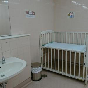 オムツ交換が出来るベビーベットが、女性トイレに設置されていました。