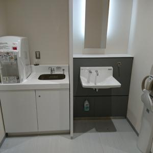 調乳用給湯器とシンク、手洗器