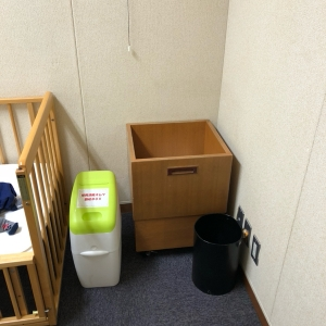 オムツ用のゴミ箱がありました