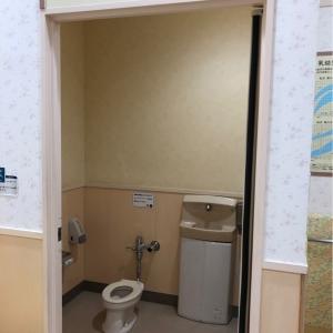 授乳室のブース内に子供用のトイレもあります