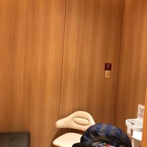授乳室内。ベビーカー余裕で入ります。