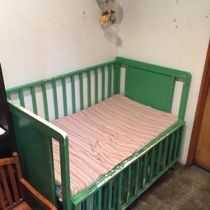 低くて大きなおむつ替えベッド