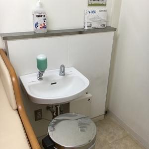 オムツ専用ゴミ箱と手洗い場。