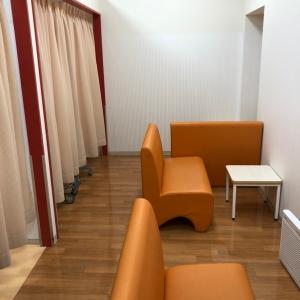 授乳室は4席ほど。ひと席だけカーテンがかけられています。