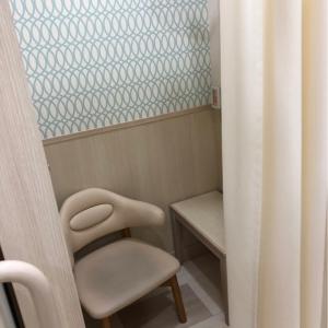 授乳室は個室で、中に扇風機があります
