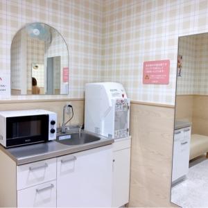 お湯、電子レンジ手洗い場があります。