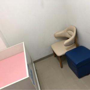 授乳椅子とテーブル