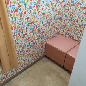 授乳室です。カーテンは二重でした。1人分かな。