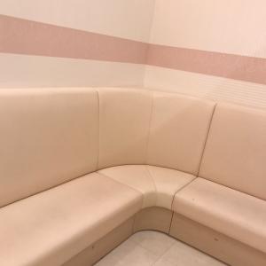 共同授乳スペースのベンチ
