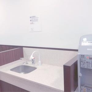 調乳用サーバーと手洗い。手洗いには石けん無かったので気になる方はお手拭きやハンドソープを持参◎