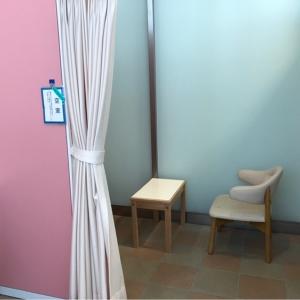 オムツ替え台と授乳スペースの位置関係
