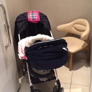 授乳室には新生児用のベビーカーも入りました(^.^)!