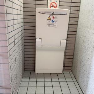 トイレにオムツ替え台があります