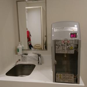 シンクと無料ミルク用給湯器