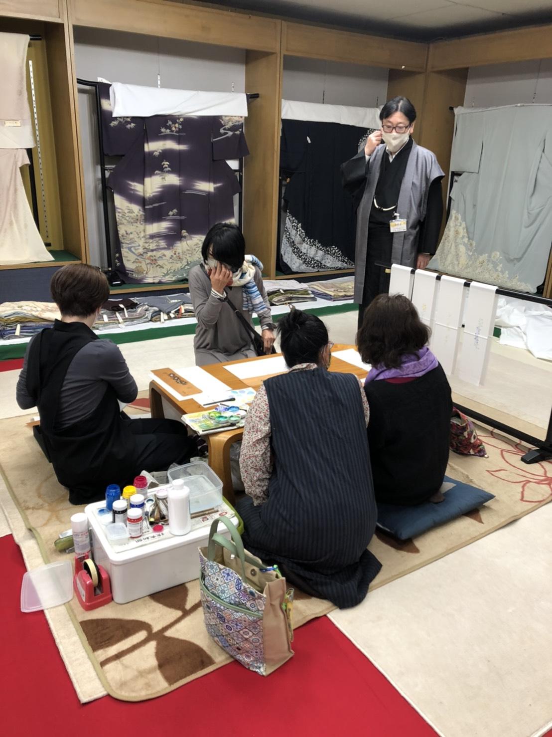 岩下江美佳さんの指導で、ステキなオリジナル半衿が続々」と・・・。