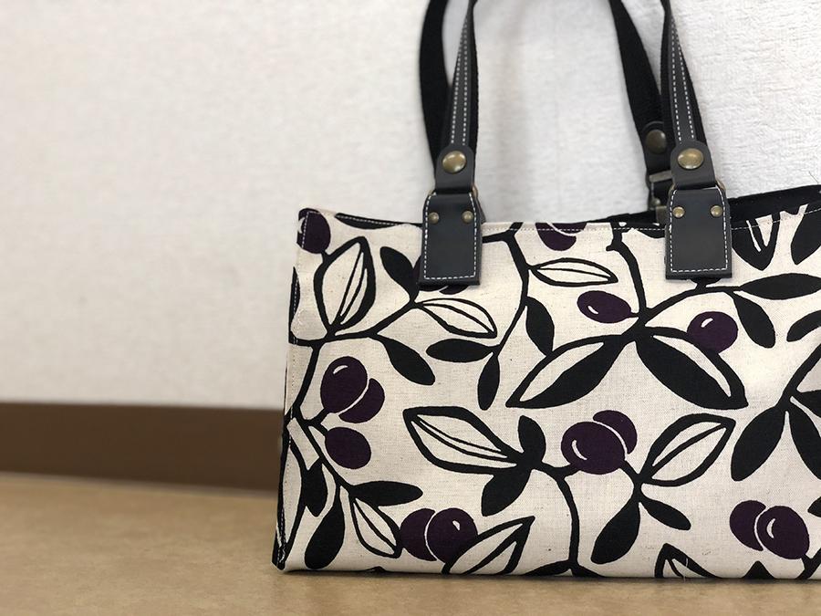 3個の四角を縫い合わせるだけ!あっという間にマチ付きのバッグが出来上がり!和にも洋にもコーディネートが自由自在!手縫いでも作れます!花Saku掲載作品