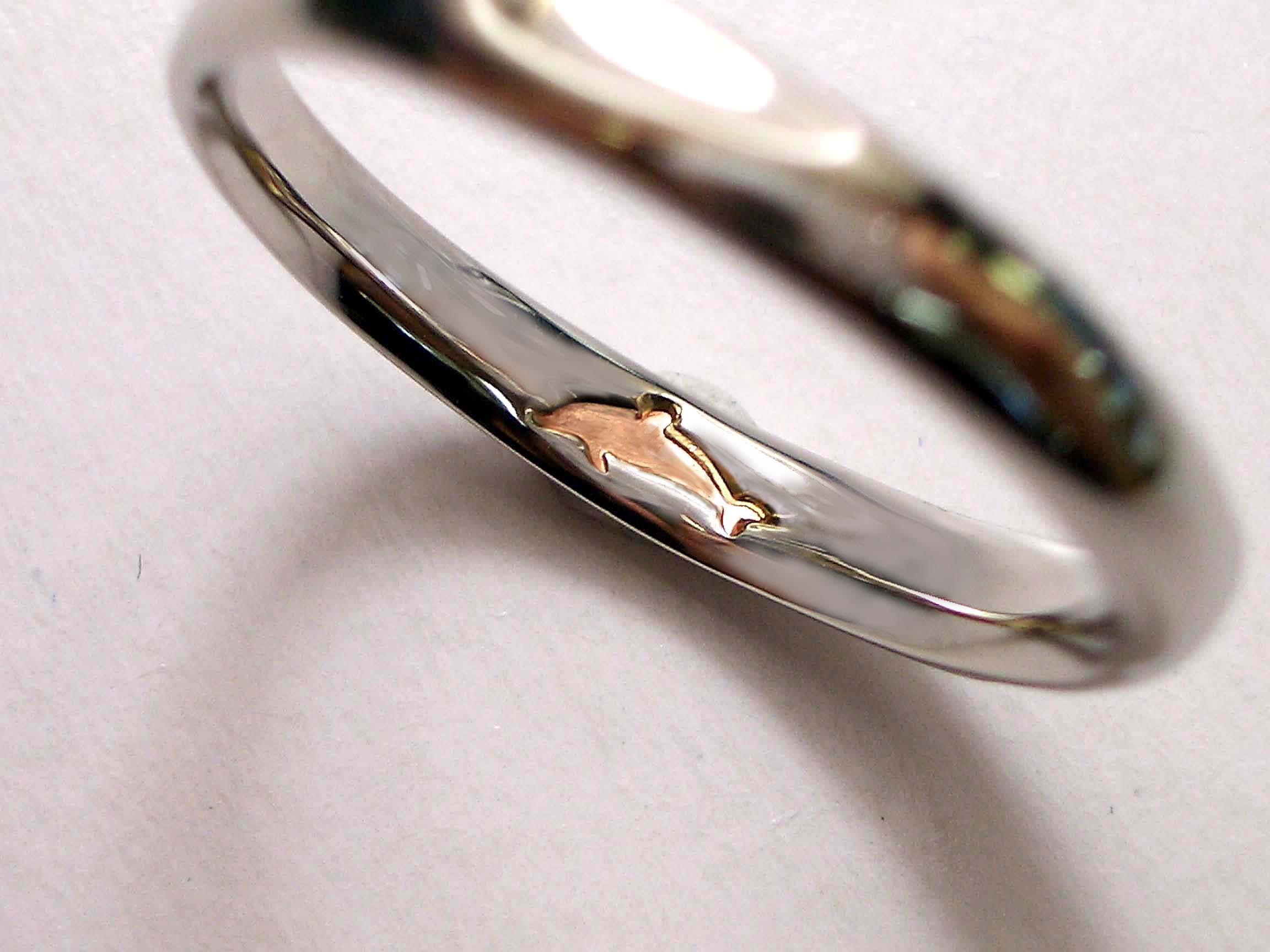ピンクダイヤモンドの入った結婚指輪