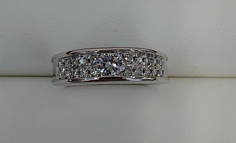 婚約指輪をゴージャスなデザインに