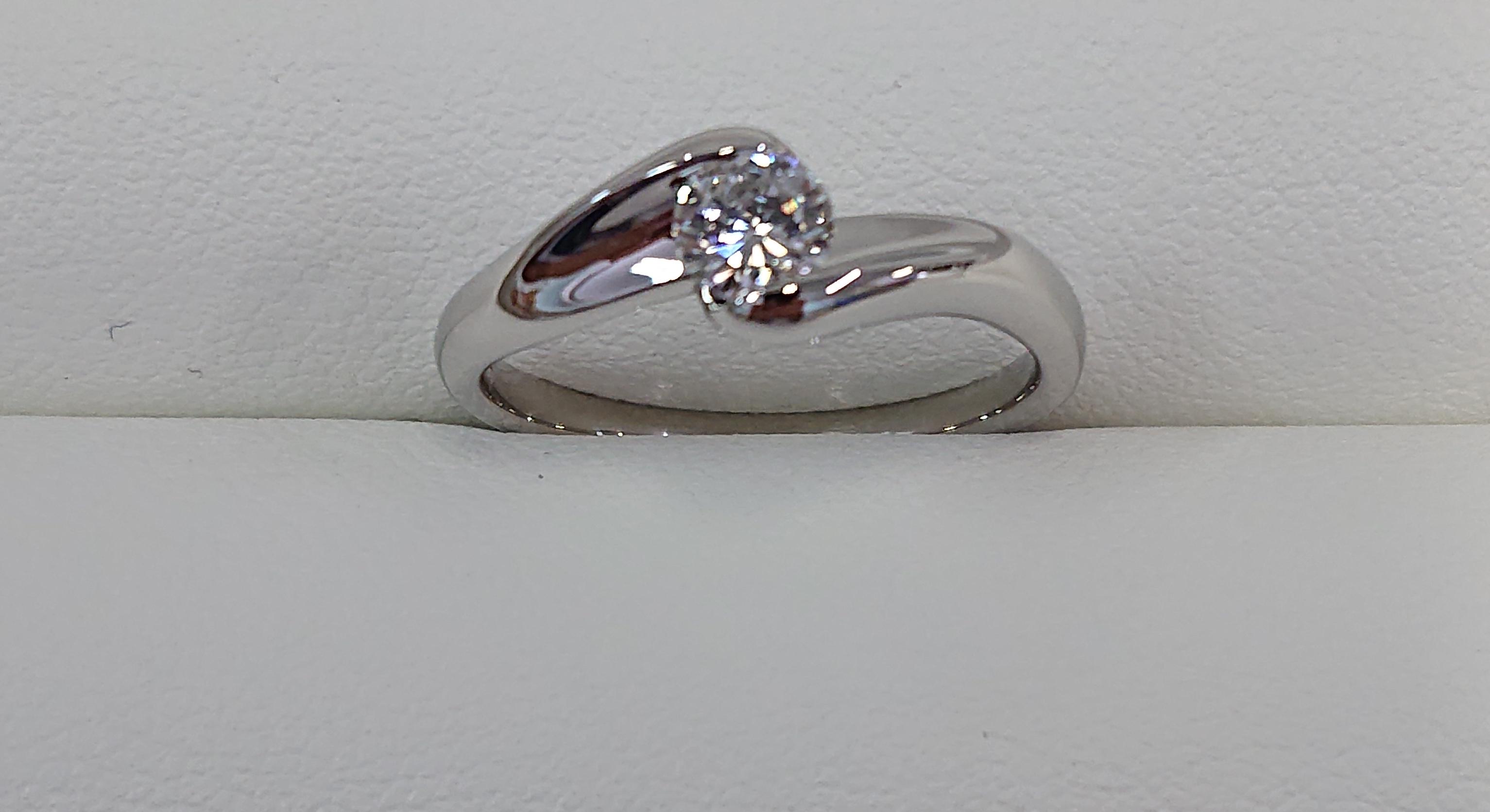 宝石箱にしまったままの立て爪の婚約指輪を普段使いできるデザインに