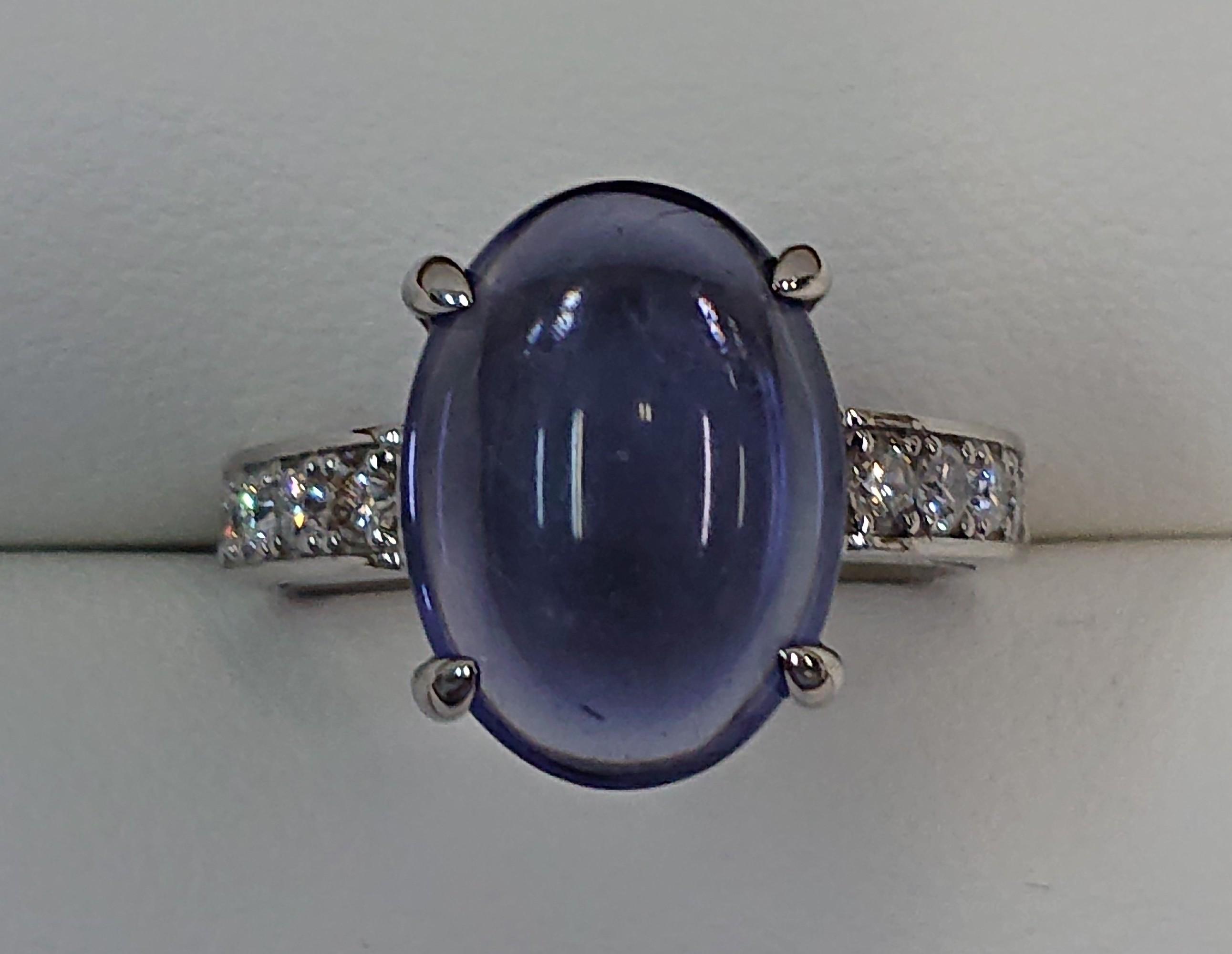 カボションカットの青色の宝石を指輪にリフォーム