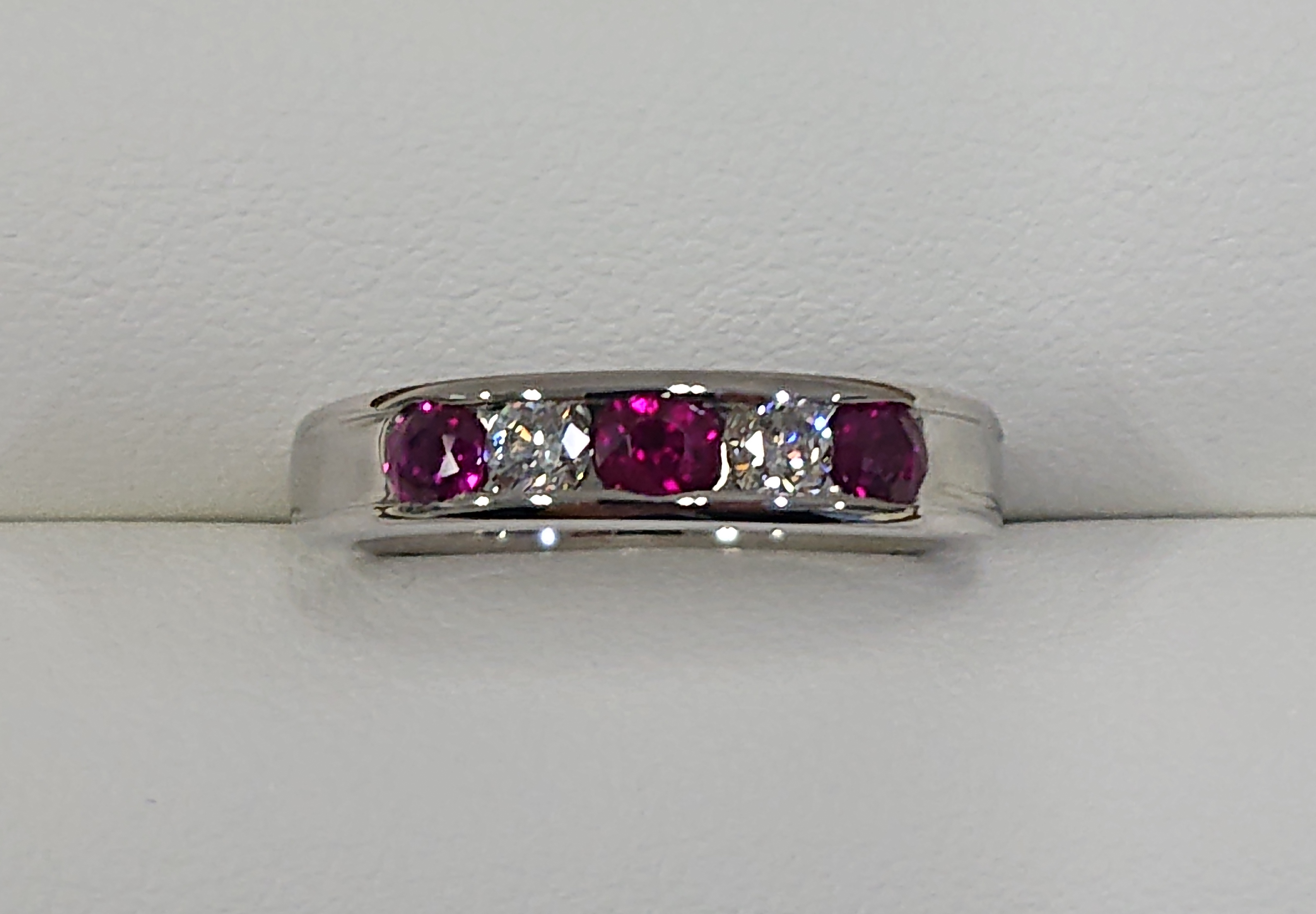 お母さまの指輪を家族で受け継ぐジュエリーに