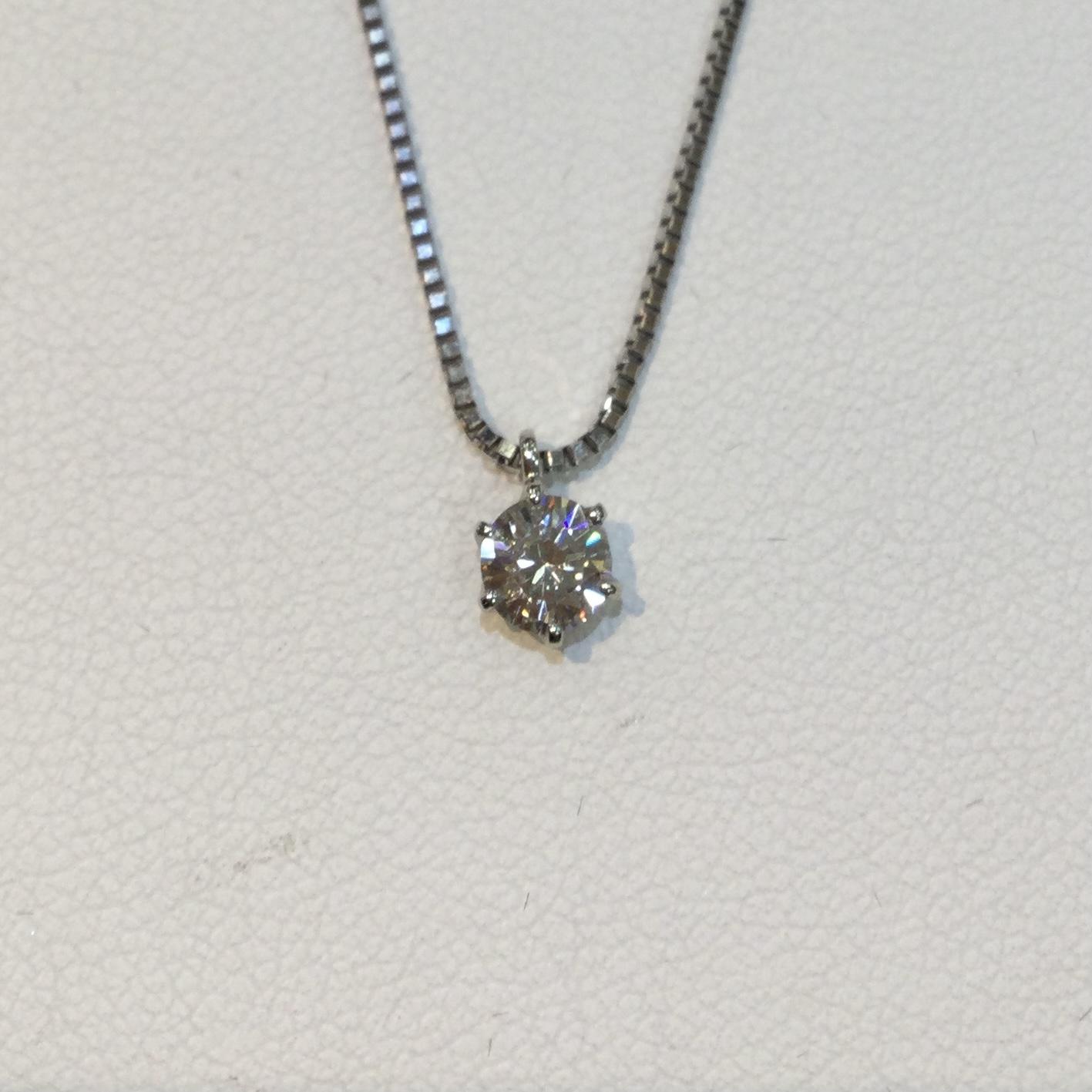 想い出のダイヤモンドリングをネックレスにリフォーム