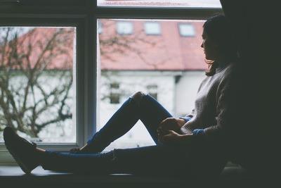 甘えられない女性の心理とは。甘え下手な女性の特徴と克服方法