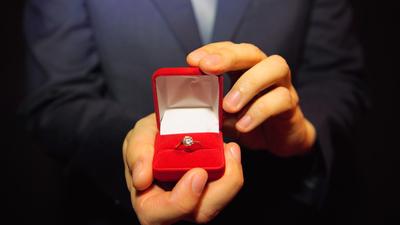 男女でちがう結婚を決めるタイミングまとめ~彼がなかなかプロポーズしてくれない理由~