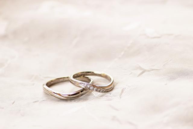 婚約指輪は?