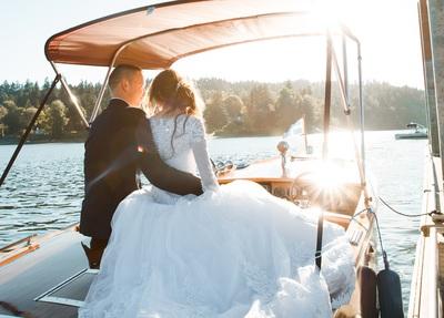 「玉の輿」に乗るには? お金持ち男性が結婚相手に選ぶ女性の特徴