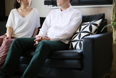 【男性心理】好意と警戒を示すしぐさと警戒を解く方法