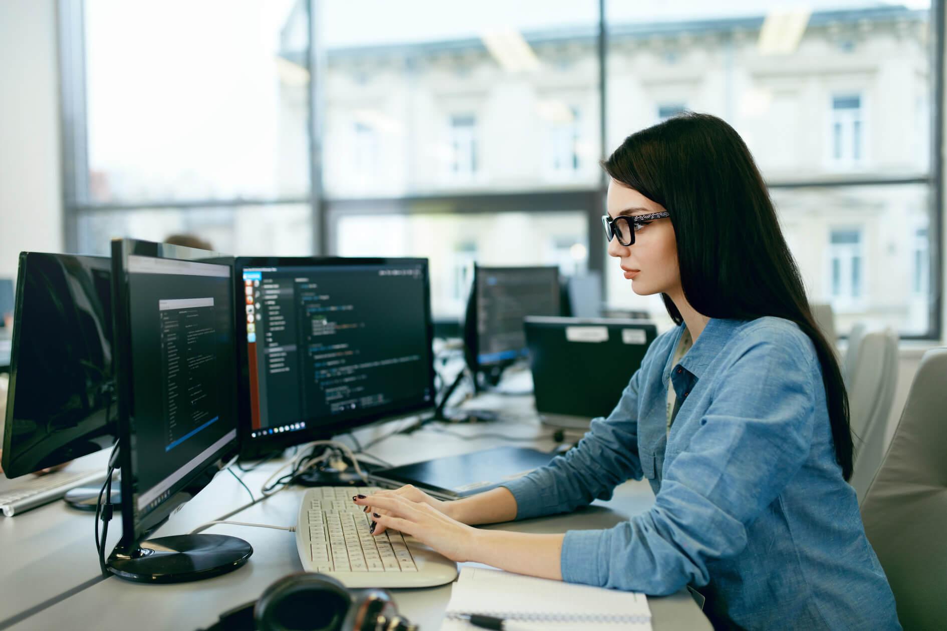 未経験から女性エンジニアを目指そう!知っておきたいメリットや仕事内容を解説