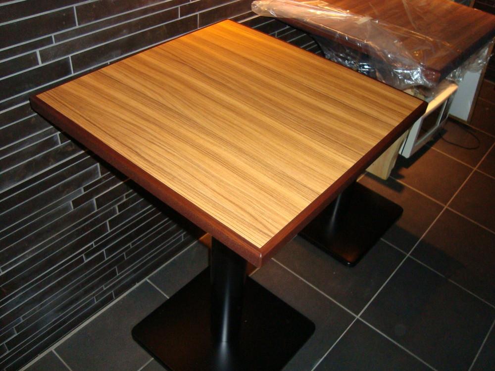 大阪 心斎橋 カフェ テーブルセット