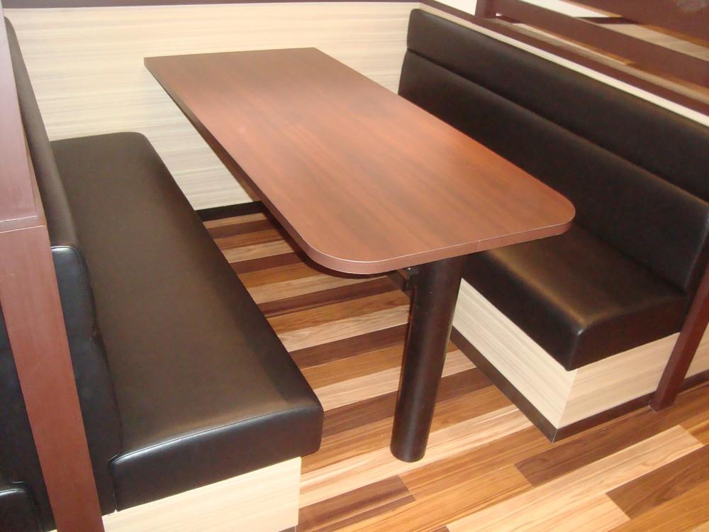 堺市 レストラン 壁面固定テーブル