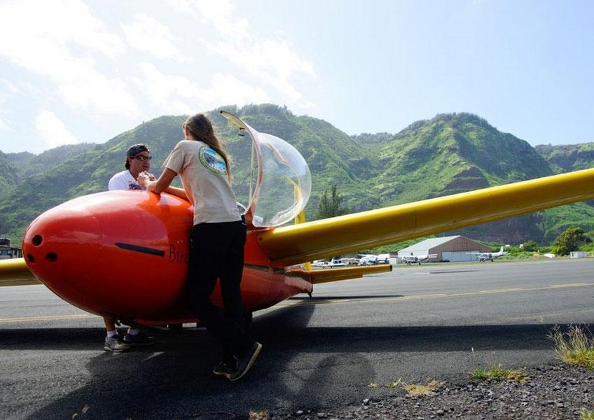 Honolulu Soaring - グライディングツアー(1人乗り/ミニレッスン&エアロバティック付き)