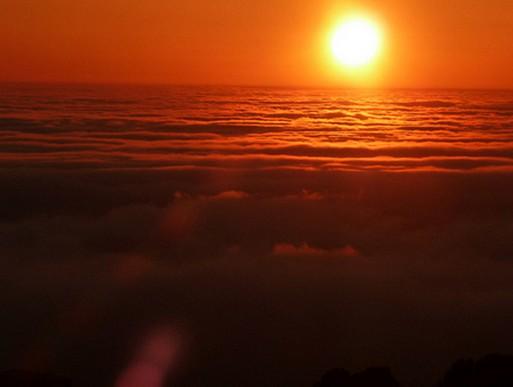 マウナケア山頂 星と朝陽のツアー