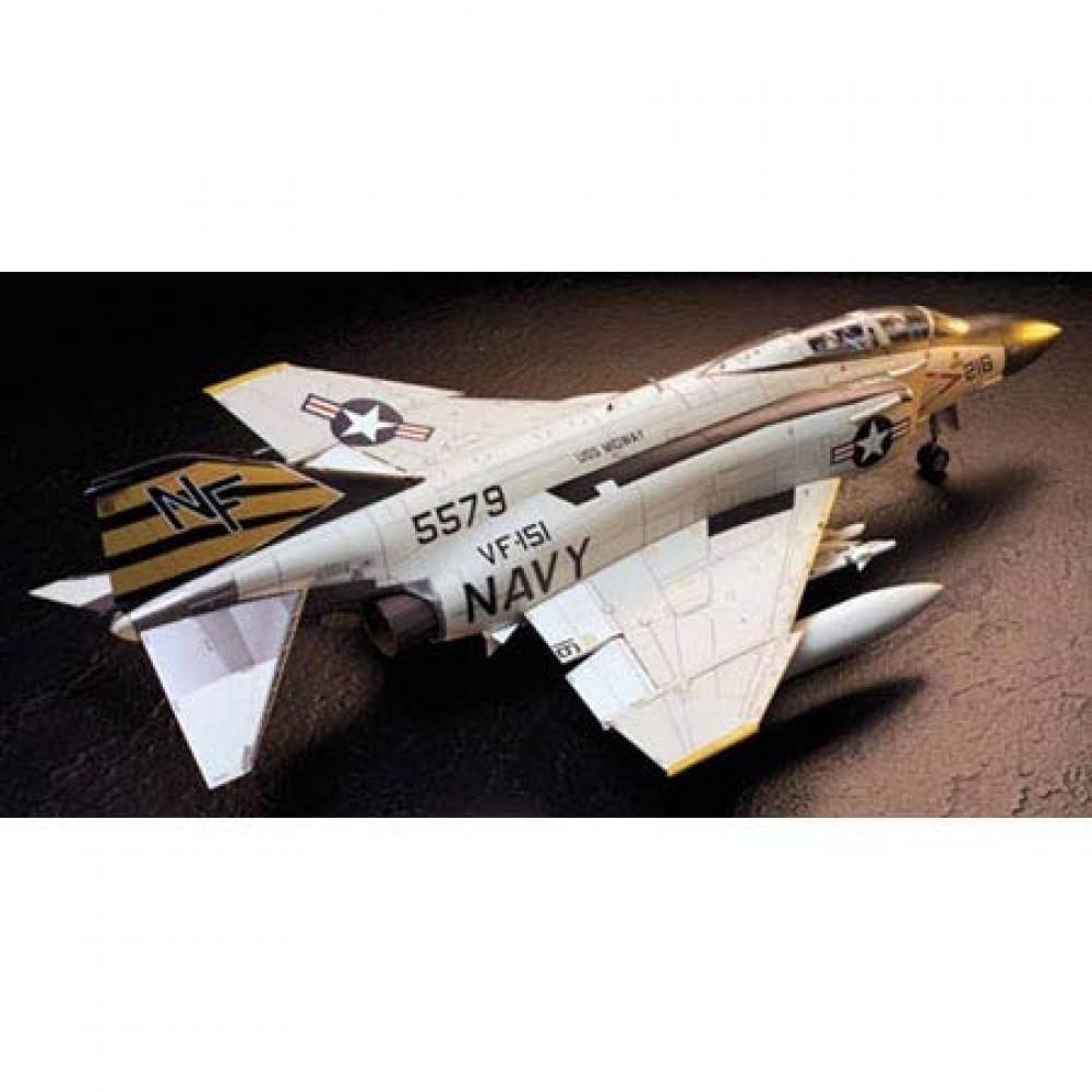 Tamiya 1/32 Aircraft Series No.06 US Navy McDonnell Douglas F-4J Phantom II Model Car 60306