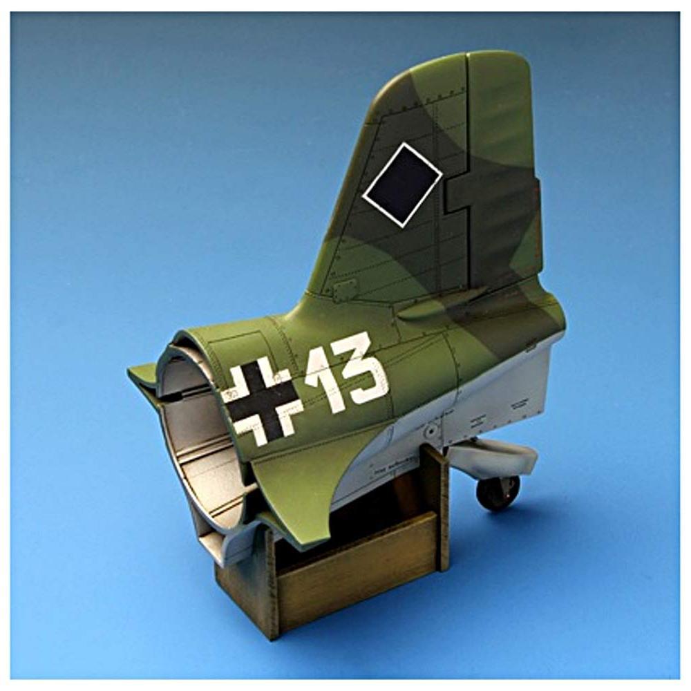 Mont model 1/32 Luftwaffe Messerschmitt Me163B Komet Plastic MQS001