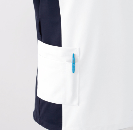 ポケットは二重仕様 右腰ポケットは二重仕様。