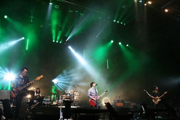 Aqua Timez 全国ツアー初日、ボーカル太志がギターを披露