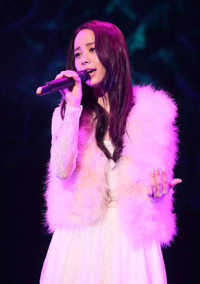ボーカルオーディションで1万人から選ばれた塩ノ谷早耶香がデビューイベント開催