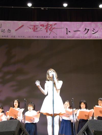 三浦サリー 新種の桜「はるか」植樹記念イベントで「桜咲く」を子供たちと合唱